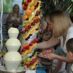 Шоколадный фонтан и фруктовая нарезка