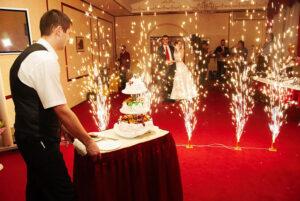 Холодные фонтаны, конфетти, горящие сердца на свадьбу, на праздник